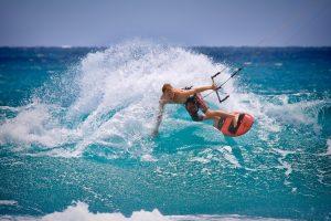 Quels sports nautiques peut-on pratiquer avec une planche ?