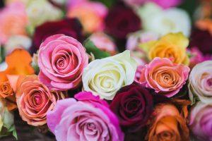 Offrir des fleurs pour exprimer ses sentiments
