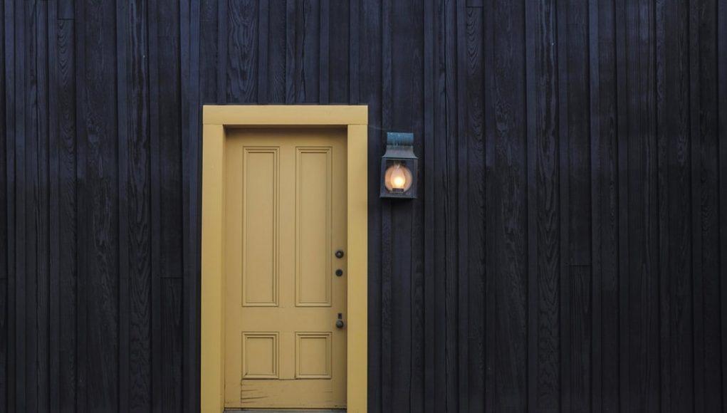 Comment choisir sa porte d'entrée ? Les différents types et nos conseils !